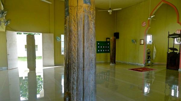 pillars-inside-the-mosque